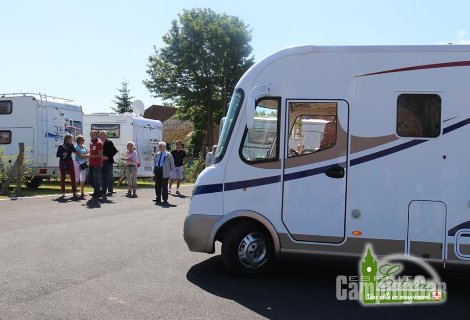 Aire camping-car à Estaires (59940) - Photo 1